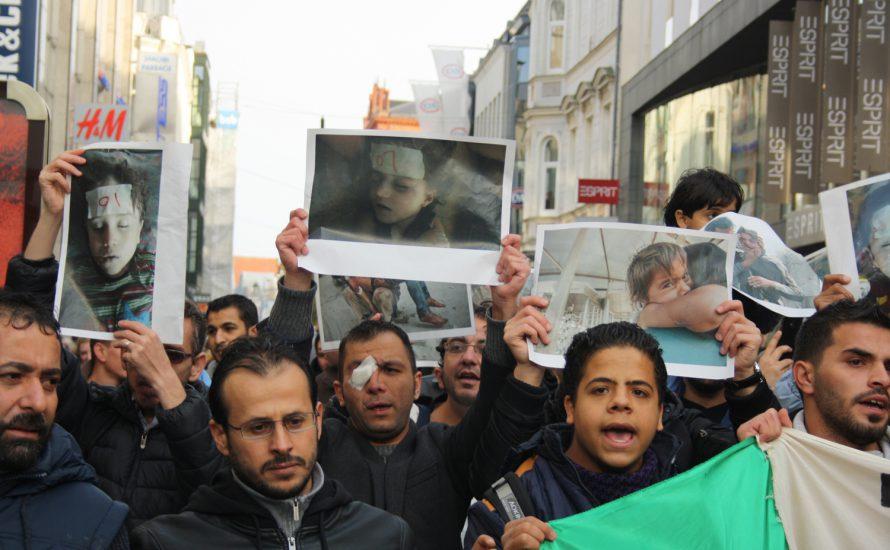 Geflüchtete in Rostock demonstrieren gegen den Krieg in Syrien [mit Fotogalerie]