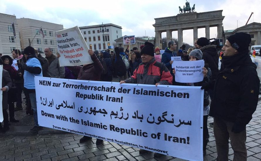 """""""Solidarität mit der Protestbewegung im Iran"""" – Hunderte solidarisierten sich in Berlin mit dem Aufstand"""