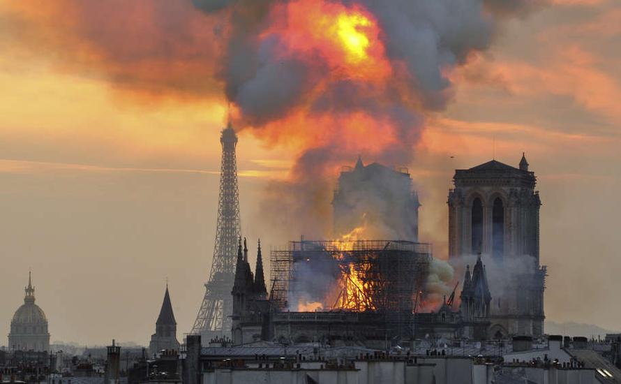Notre Dame brennt - ein Grund zum Feiern?