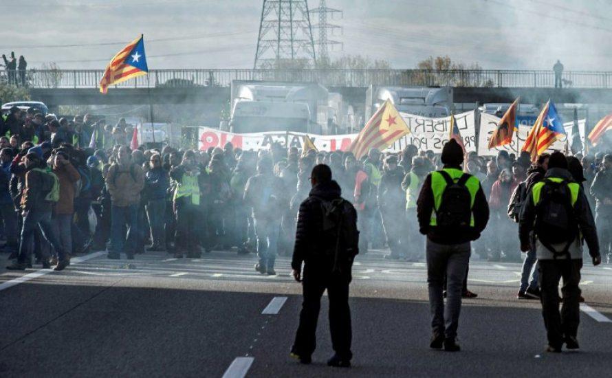 """""""Die Straßen gehören uns für immer"""" - Generalstreik in Barcelona"""