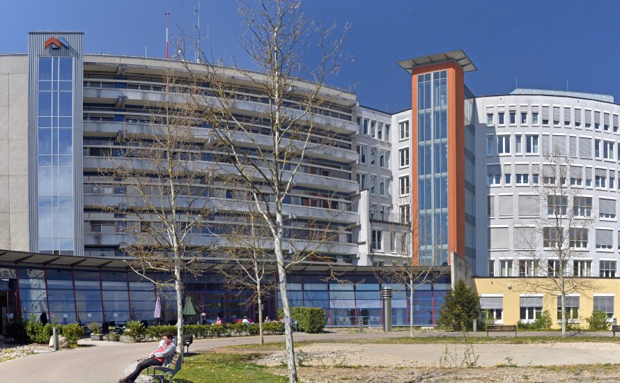 Corona-Pandemie: Solidaritätsaktion zur Schließung der Helios Klinik München-Pasing und Forderungen der Beschäftigten am Klinikum Dachau