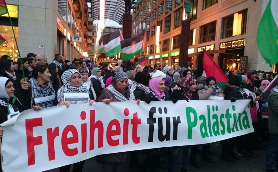 Berlin: 400 Menschen gehen weiterhin für die Freiheit Palästinas auf die Straße