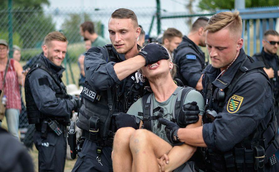 Polizei: Freund und Helfer - ein SS-Spruch und seine Folgen