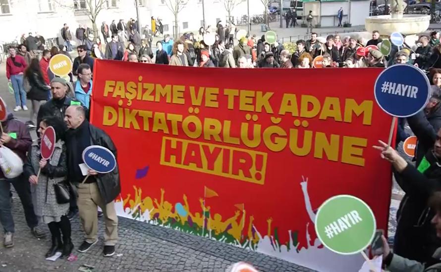 [Video] Kundgebung gegen die Verfassungsreform in der Türkei