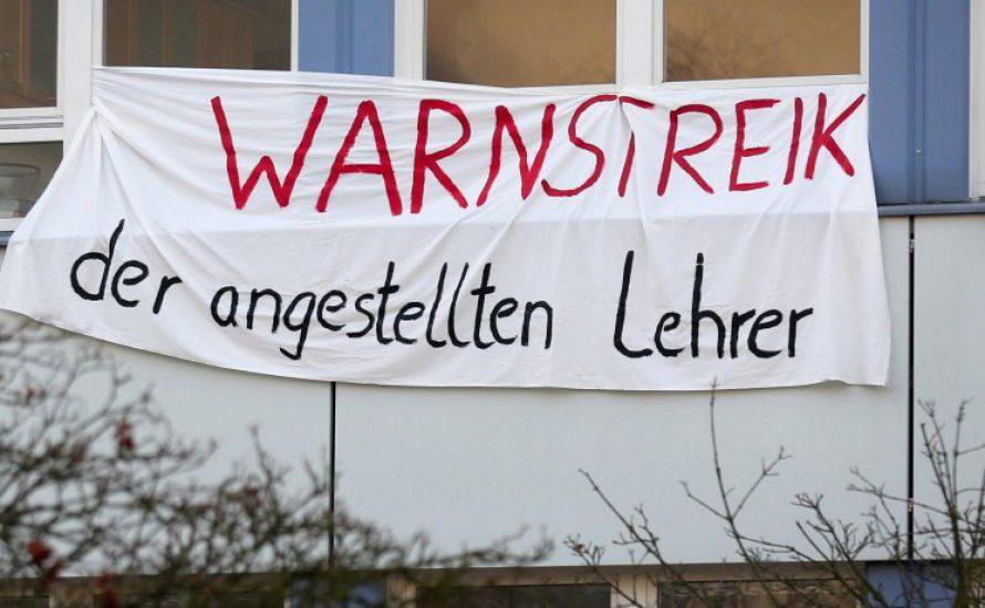 Schüler*innen solidarisieren sich mit den Warnstreiks der angestellten Lehrer*innen am 12. Mai