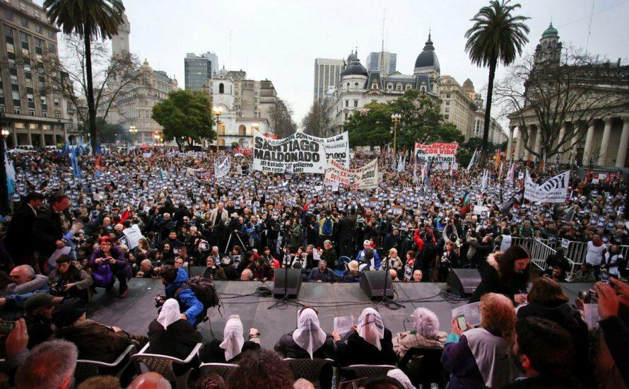 Argentinien: Tausende fordern die Auffindung des verschwundenen Santiago Maldonado [mit Video]