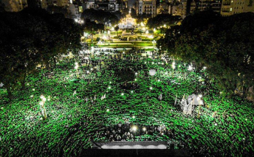 #NiUnaMenos-Demonstration in Buenos Aires: ein Meer von Grün für das Recht auf Abtreibung