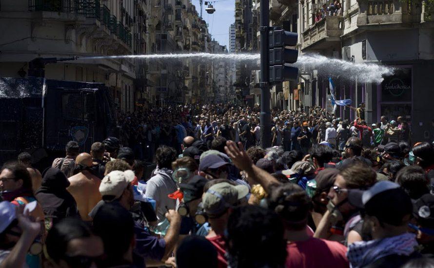 Argentinien: Regierung setzt Rentenreform mit Repression gegen Massenproteste durch [mit Video und Bildern]