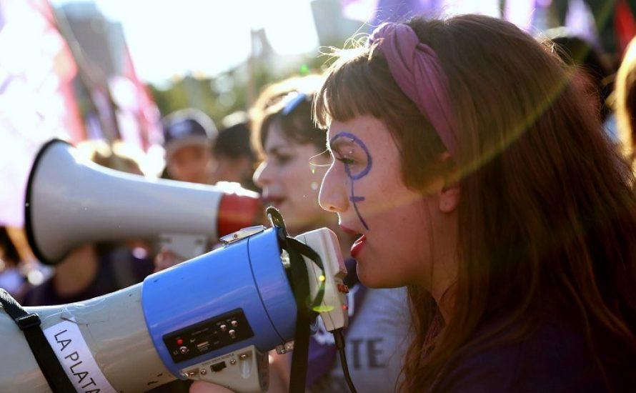 #8M: Die Frauenbewegung kehrt in einer unruhigen Welt auf die Straße zurück