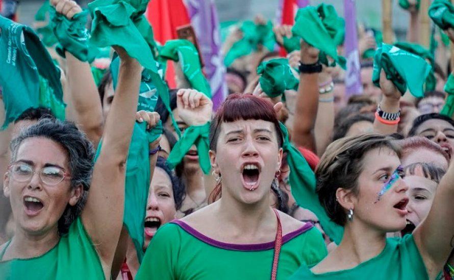 """Internationales """"Pañuelazo"""" in Solidarität mit dem Kampf für legale Abtreibung  in Argentinien"""