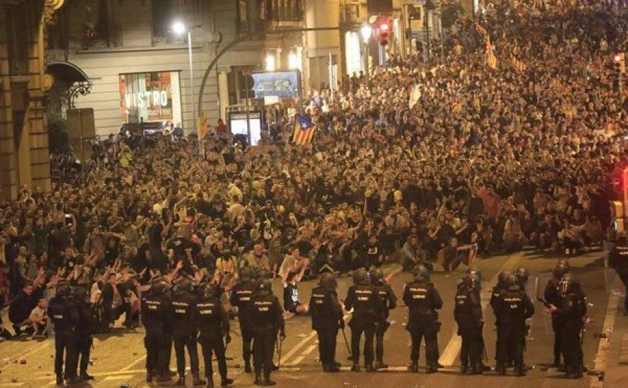 Die katalanischen Massen gehen gegen das Urteil auf die Straße