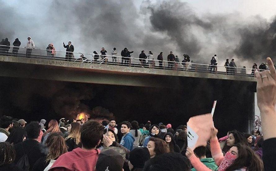 """Revolutionäre Tage in Chile: Geschwächte Regierung und Bruch des """"Konsenses"""""""