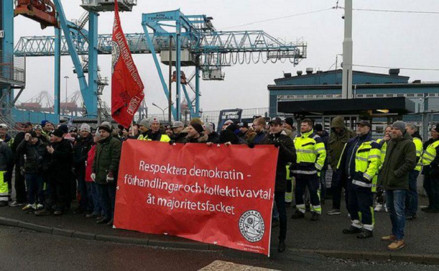 Hafenarbeiter*innen in Schweden gehen auf die Barrikaden