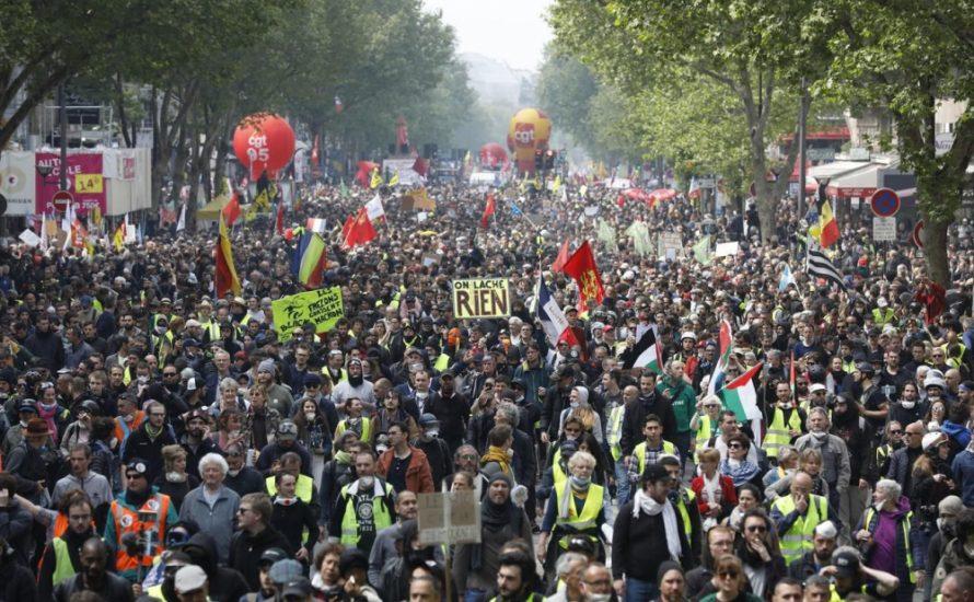 1. Mai in Frankreich: Gelbe und rote Westen in riesiger Zahl gegen Macron