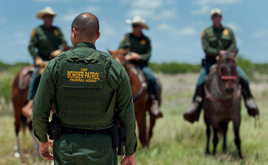 Trump ist der Mörder: Zehn Menschen ersticken bei Grenzübertritt