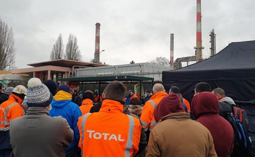 Französische Ölarbeiter:innen im unbefristeten Streik gegen Entlassungen