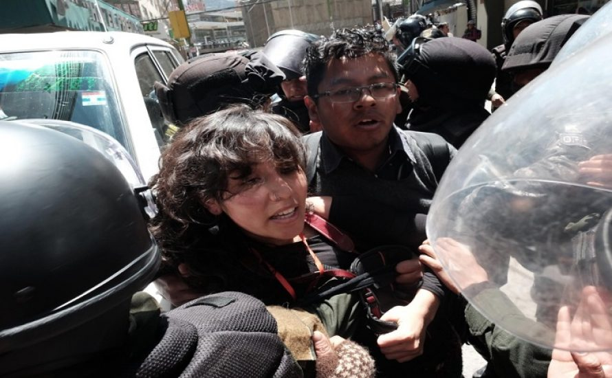 """""""Die Polizei hat gedroht uns umzubringen"""" – Unsere Genoss*innen in Bolivien wieder frei"""