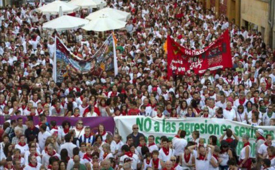 Pamplona: Die Frauen kommen unter die Hufe