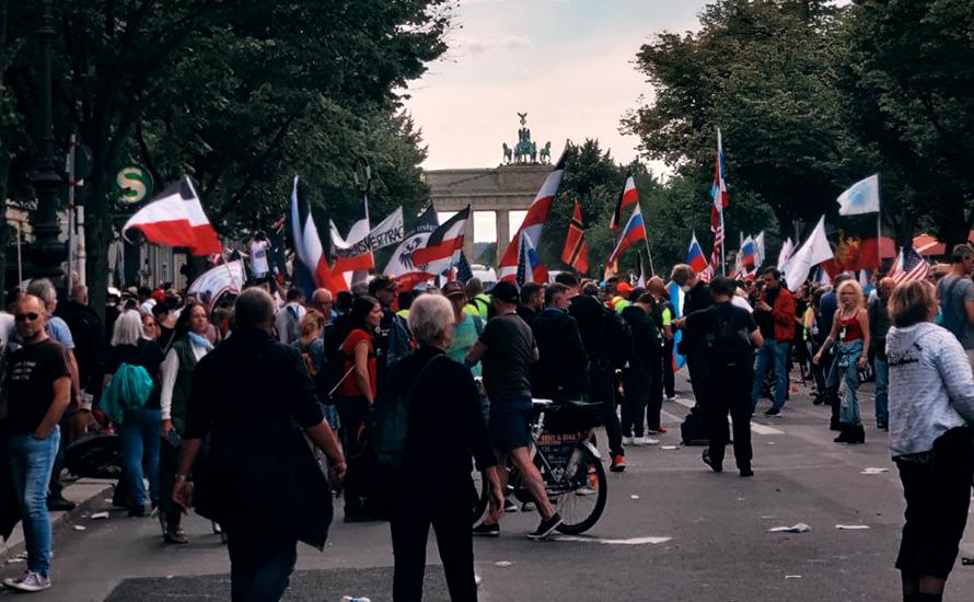 Polizei lässt Corona-Leugner*innen trotz angeblicher Auflösung marschieren