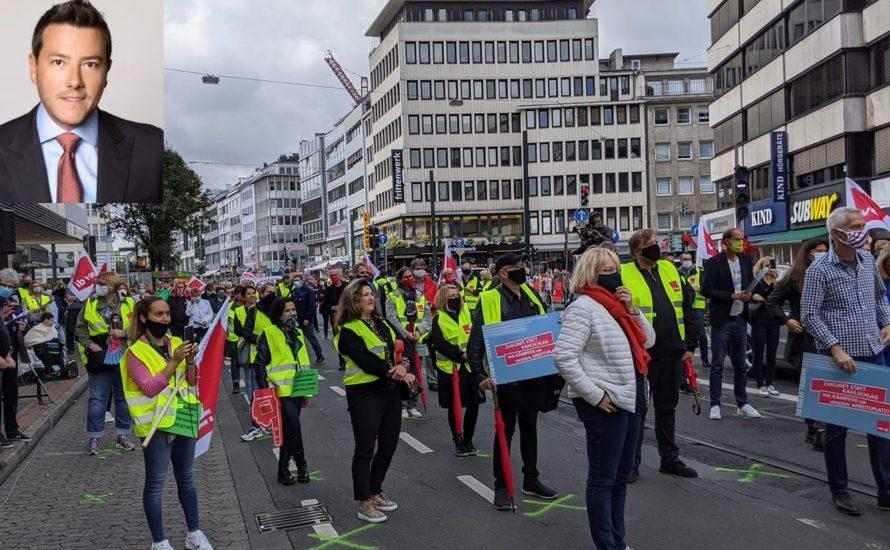 Réne Benko kassiert 100 Millionen Euro Dividende und entlässt 5000 GKK-Beschäftigte – Widerstand organisieren!