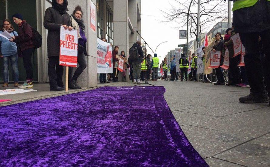 CPPZ und Frauen*streik Seite an Seite bei Kundgebung vor dem Gesundheitsministerium [mit Fotos und Video]
