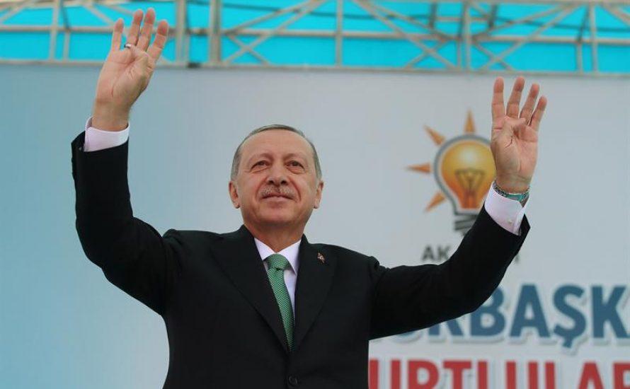 Erdogan fordert die Türk*innen auf, Lira zu kaufen