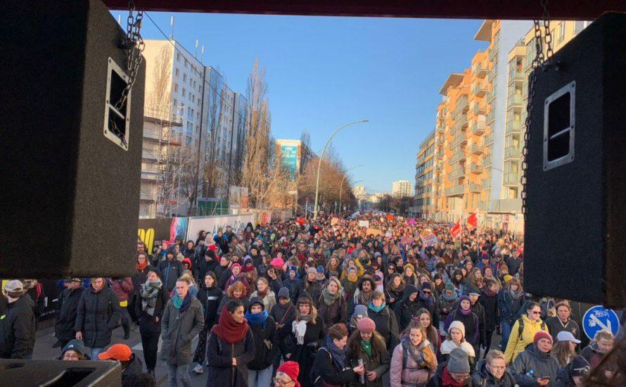 30.000 demonstrieren in Berlin zum Frauen*kampftag
