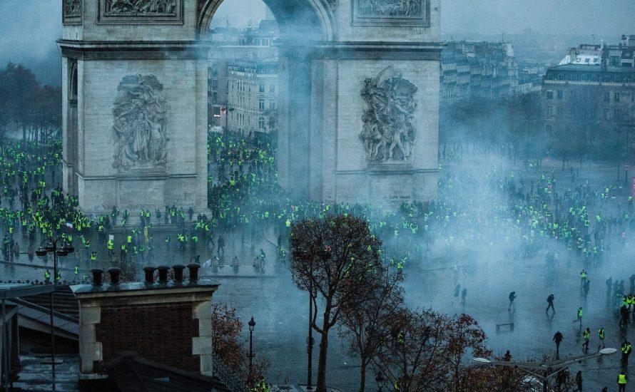 """Multitude, Doppelmacht und Revolution – zu Antonio Negris """"Französischem Aufstand"""""""
