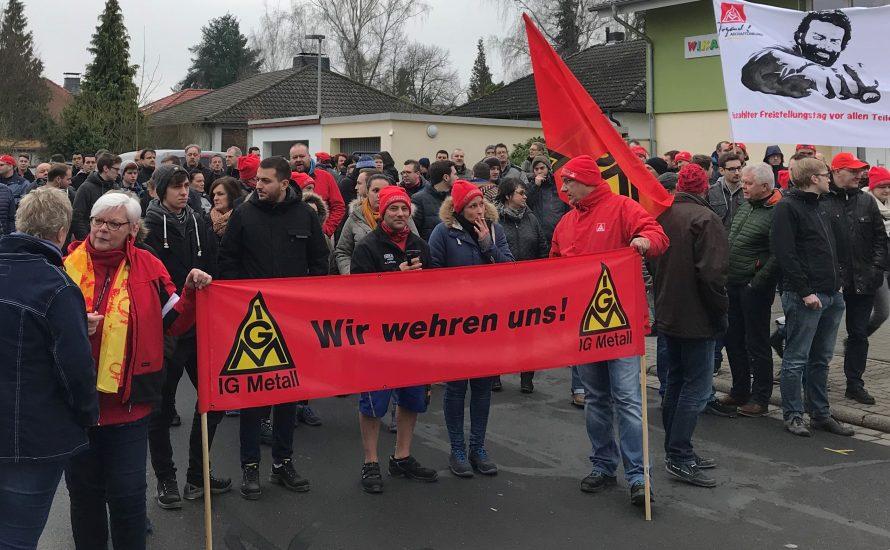 Das Vorbild des Arbeitskampfes bei Whirlpool in Italien kann die 1.300 Jobs bei Daimler Düsseldorf retten