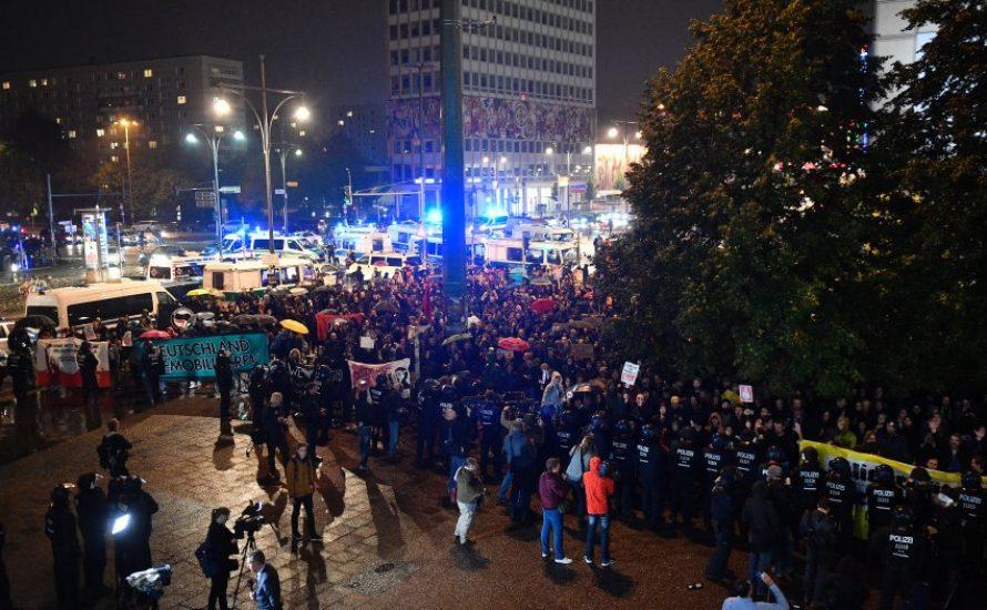 Berlin: Tausend Menschen protestieren nach der Wahl gegen die AfD [mit Video]