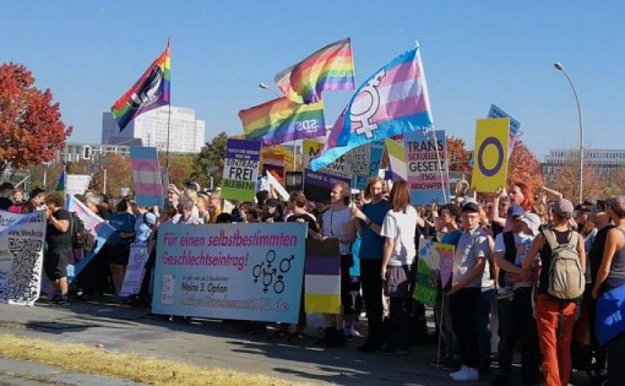 Selbstbestimmungsgesetz soll hoffentlich das menschenverachtende sog. Transsexuellengesetz von 1981 ersetzen – endlich