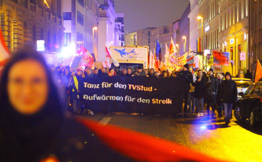 Kampf, Tanz, Motivation – 450 studentische Beschäftigte auf den Straßen Berlins