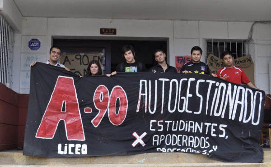 Solidarität mit der Schule A-90 in Santiago!