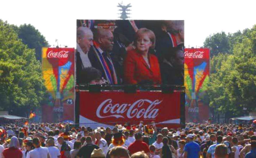 Die offene Gesellschaft der Bosse: Wie Merkel und Coca-Cola den Antirassismus vereinnahmen wollen