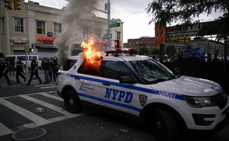 Brennen und Plündern: Eine neue Rebellion oder eine reaktionäre Verschwörung?