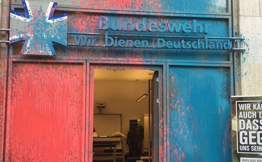 Was tun mit Bundeswehr-Postkarten?