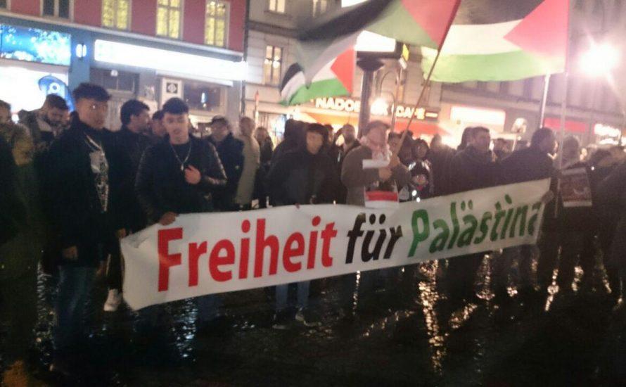 300 Menschen zeigen in Berlin ihre Solidarität mit Palästina