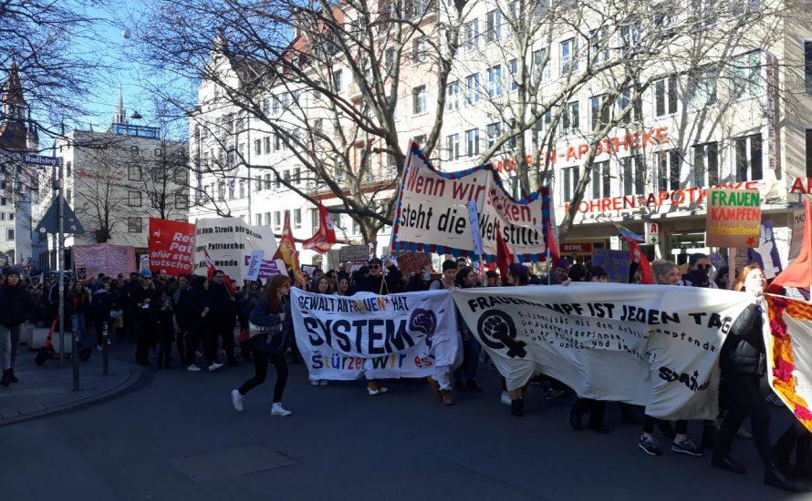 München: Am 8. März auf der Straße für mehr Personal, gegen Rassismus und Outsourcing