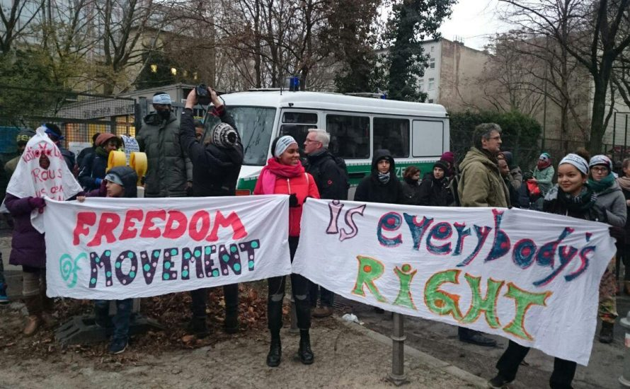 Demo an Gerhart-Hauptmann-Schule gegen Rassismus