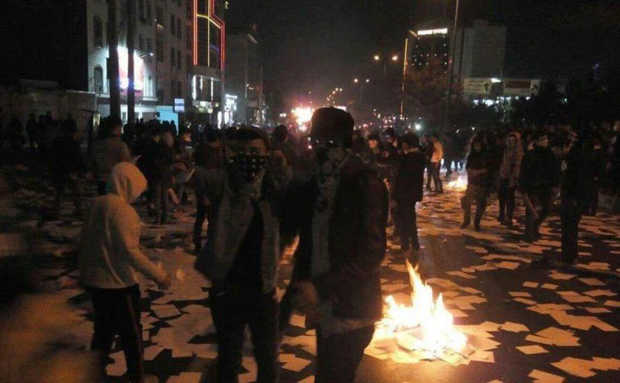 Massenproteste im Iran: Justizministerium brennt, Regime erschüttert
