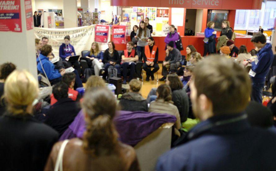 Streikversammlung an der FU Berlin plant Blockaden und beschließt Solidarität