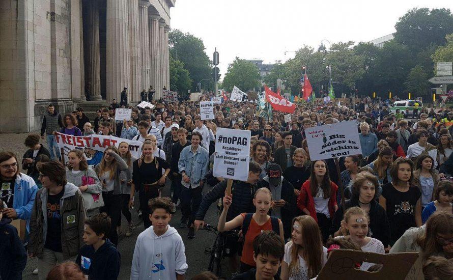 Tausende Schüler*innen im Bildungsstreik – Landtag beschließt PAG in zweiter Lesung