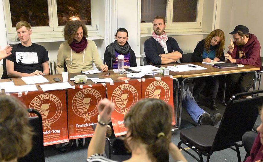 100 Menschen diskutieren die Ideen Leo Trotzkis