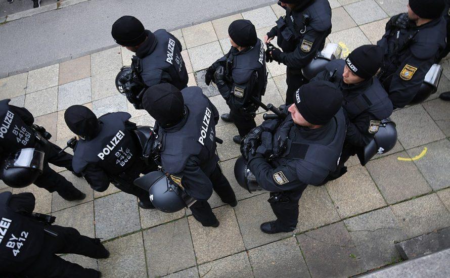 Nackt in den Keller sperren: Die Spezialität der Münchner Polizeiinspektion 14