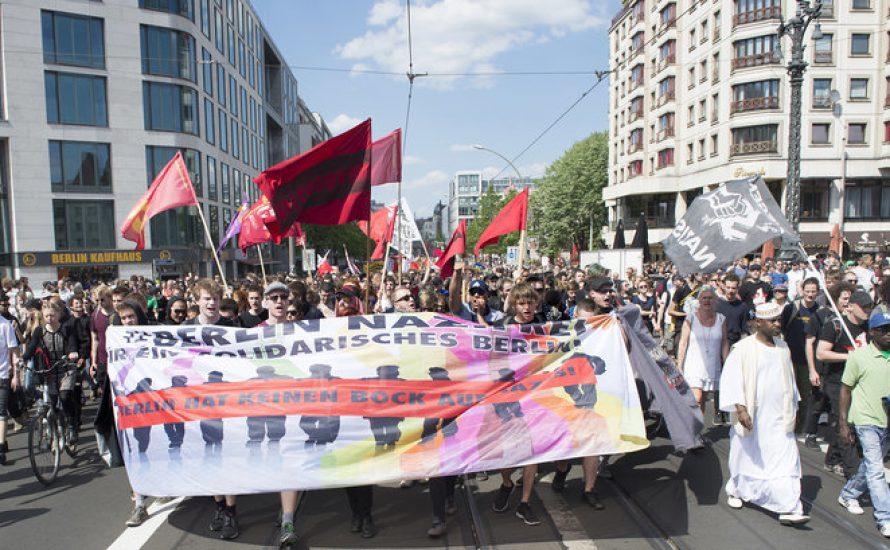 Kämpfen gegen Rassismus von Nazis und Staat