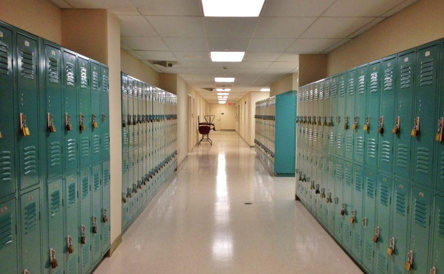 Während Corona rausgeschmissen: 430 Schüler:innen verlieren ihren Schulplatz