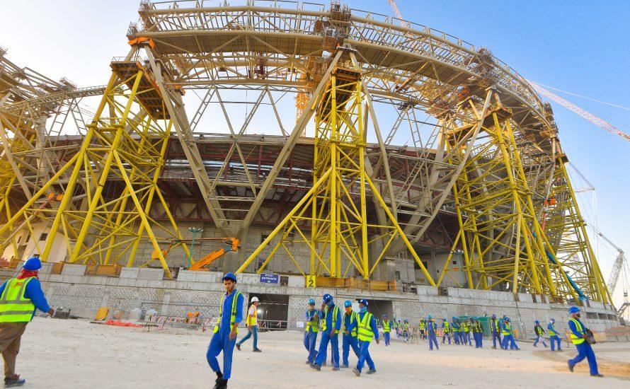 FIFA-Gier: 6.500 migrantische Arbeiter:innen sterben für die Fußball-WM 2022