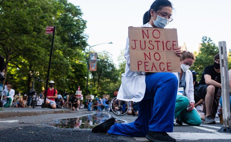 Veranstaltung: Arbeiter:innen in der ersten Reihe - Feminismus in der Coronakrise