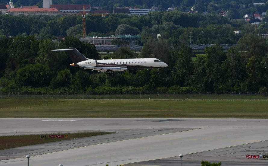 Fliegen in Deutschland: Mit Privatjet in den Urlaub oder rassistisch abgeschoben werden?
