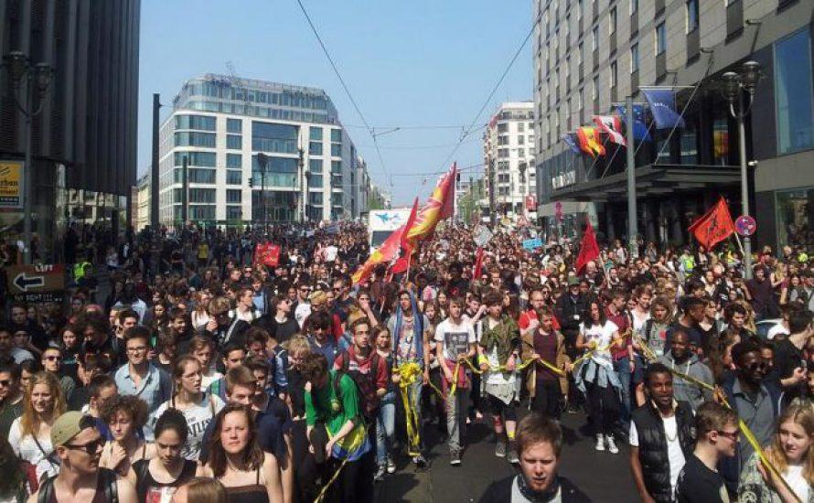 Massive Demonstration für die Rechte der Geflüchteten